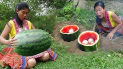 Survival skills - Finding food meet watermelon and primitive cooking eggs - Eating delicious