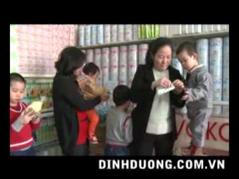 Bác sĩ tư vấn dùng sữa cho trẻ