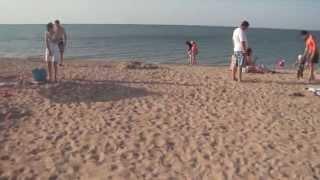 Отдых на Азовском море. Центральный пляж Голубицкой май 2014(Видео снято 17 мая 2014 года в вечернее время, на видео Центральный пляж станицы Голубицкой Темрюкского района..., 2014-05-17T20:21:16.000Z)