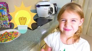 Cinco Crianças brincam com truques de bebê em truques para crianças