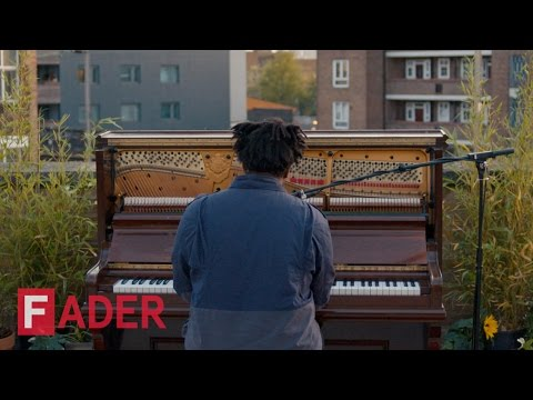 "Sampha - ""Plastic 100°C"" (Live Performance)"