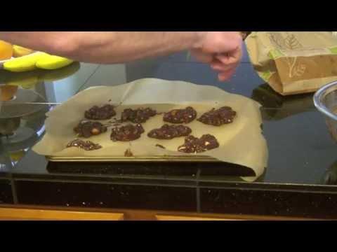 Easy-to-make chocolate macadamia clusters