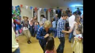 New English folk dance hits Berkshire barn dance (with silly clapping!)