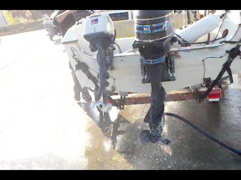 Mercury 80 HP Outboard 2stroke engine flush   2010 11 06 16 07 44 278