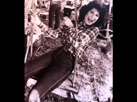 Loretta Lynn - Everybody's looking for somebody new