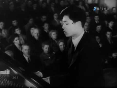 Liu Shikun plays / Gilels kisses the winners - video 1958 Tchaikovsky Competition