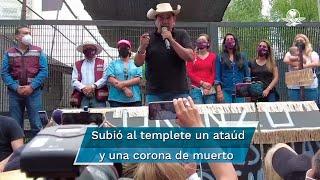 Ante simpatizantes de Morena que permanecen en plantón frente al INE, el político guerrerense aseguró tener el respaldo del pueblo