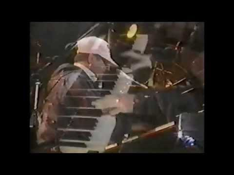 Elton John - Bennie and the Jets/Pinball Wizard (1993 - Sun City, South Africa)