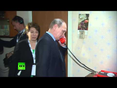 Путин и Медведев осмотрели Президентский центр Бориса Ельцина в Екатеринбурге