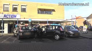 Onwelwordende automobilist botst op geparkeerde auto's in Dalfsen