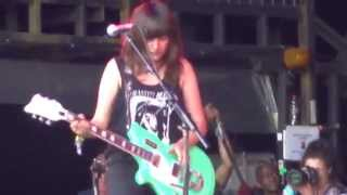 courtney barnett pedestrian at best pyramid stage glastonbury 27th june 2015