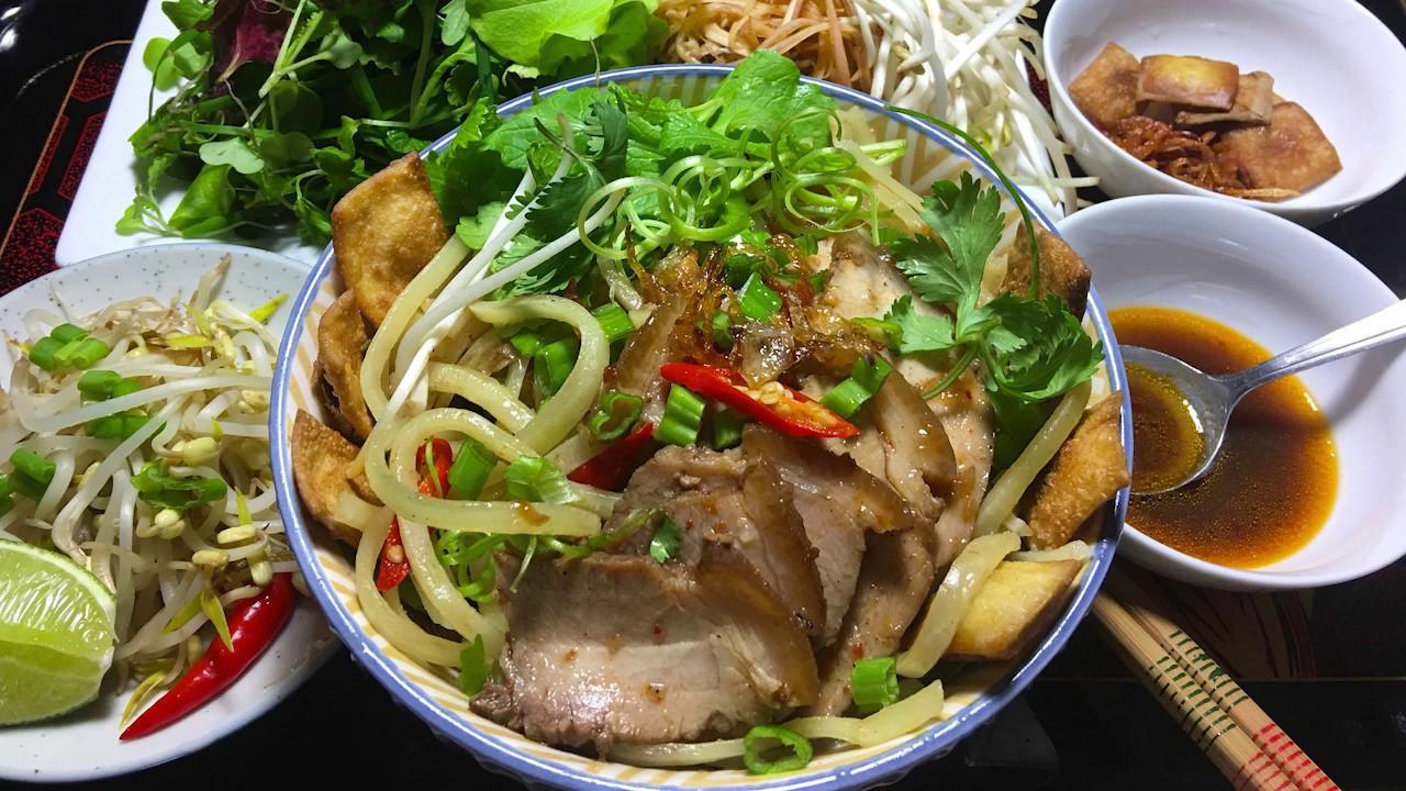 Cách Nấu Mì Cao Lầu Thịt Heo Xá Xíu - Pork BBQ Alkaline Rice ...