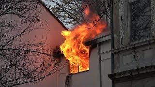 Exklusiv: Wohnungsbrand - Feuerwehr wurde blockiert in Bonner Altstadt am 20.11.17 + O-Töne