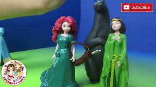 Brave Disney Magiclip Story Gif Set with Merida & Mom Queen Elinor Bear Magic Clip Fashion Doll