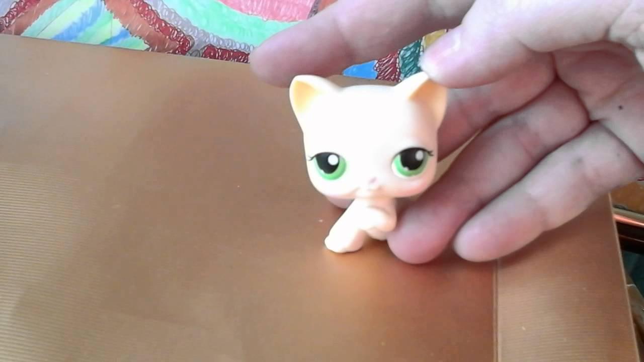 Белый кот с поднятой лапкой пет шоп - YouTube