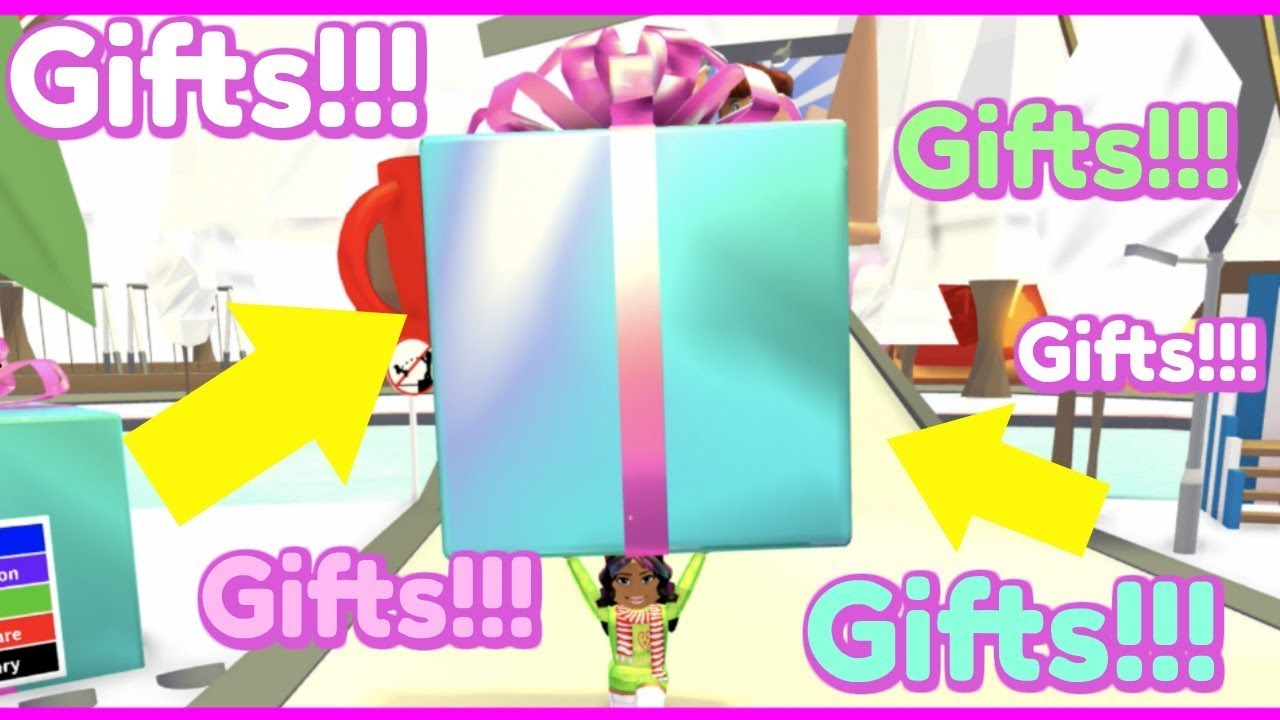 Santa Threw Tons Of Gifts From The Sky Roblox Adopt Me Youtube