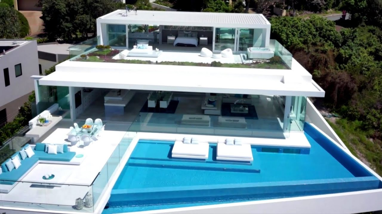 Half White Half Glass - Amazing Penthouse on the Beach