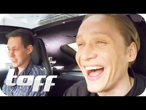 Matthias Schweighöfer und Joko Winterscheidt im AutoDuell  taff  ProSieben