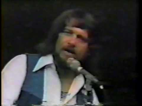 WAYLON JENNINGS - Midnight Rider (Soundstage 1975)