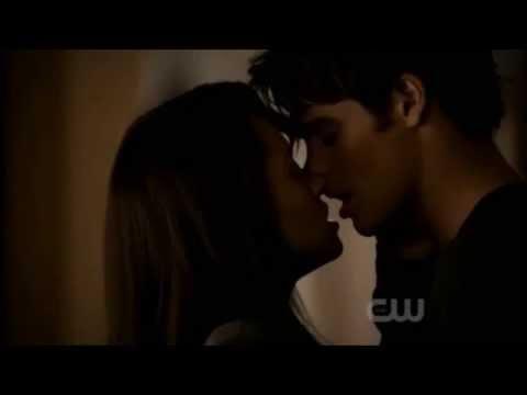 TVD Bonnie & Jeremy Kiss HD