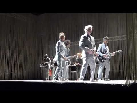David Byrne - Slippery People [Talking Heads song] (Houston 04.28.18) HD