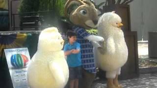 Phil (from Hop) Dancing at Universal Studios! (#1)