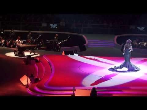天后巨星徐小鳳與著名古箏演奏家鄒倫倫《一臉紅霞》,2014年2月24日