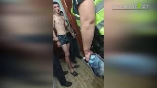 Живодер показал полицейским половой орган во время задержания (ВИДЕО 18+)