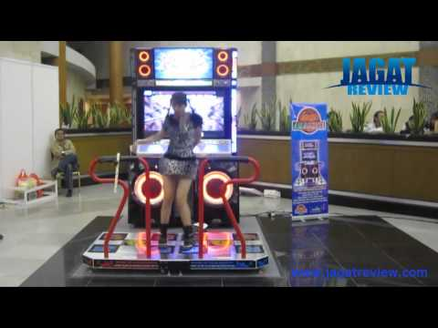 Pump It Up - Female Freestyle at Jakarta Game Show 2011: Id.Com - Ajeng