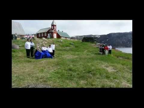 Kajakopvisning og sang i Upernavik