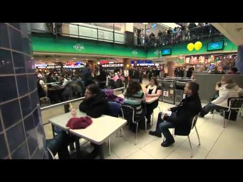 Flash Mob in Canada - Riciclo Plastica - Divertente!