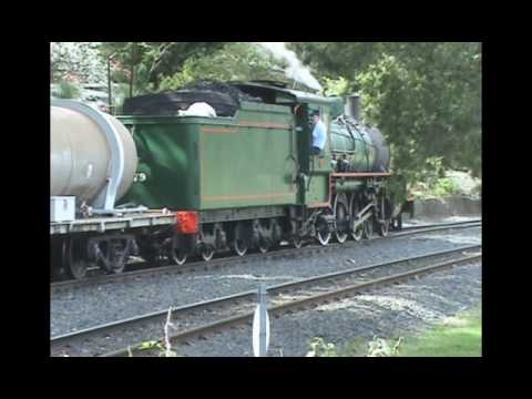 BB18 ¼ 1079 - Carnival of Flowers Steam Train to Toowoomba 2008 - pt 2 of 2