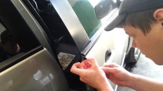 Антигравийная пленка на автомобиль.Обучение(http://www.auto-plast.od.ua/ Как правильно накладывать антигравийную пленку? В этом видео Вы узнаете как наложить антиг..., 2014-04-18T17:45:29.000Z)