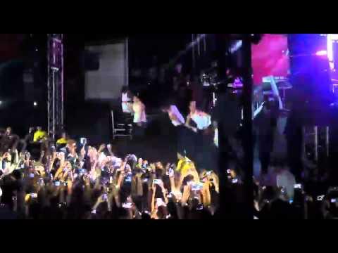 Anitta Abertura do show em Manaus - Não para