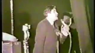 Raj Kapoor sings - Aye Bhai Zara Dekh Ke Chalo