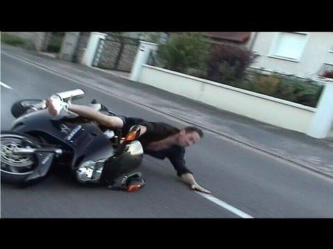 crash moto jolie wheeling qui fini plat ventre youtube. Black Bedroom Furniture Sets. Home Design Ideas