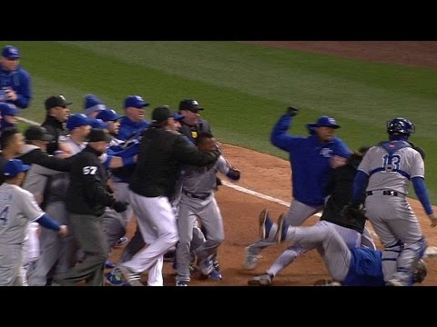 KC@CWS: Benches clear