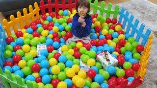 Fatih Selime sürpriz yaptık top havuzunun içine oyuncakları sakladık renkli toplarla dolu oyun alanı