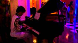 Leon Onn playing Piano ( Sad Violin ) @Grand Wedding