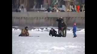 Женщина провалилась под лед(, 2013-09-22T09:46:55.000Z)