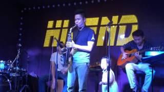 """Saxophone Hoà và guitar Thanh Hải với """"Đường xa ướt mưa"""" tại Hi-End số 8 ngõ Hàng Bột"""