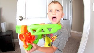 FATHER SON ZOMBIE NERF BLASTER! / Crossbow Rotating Barrel!