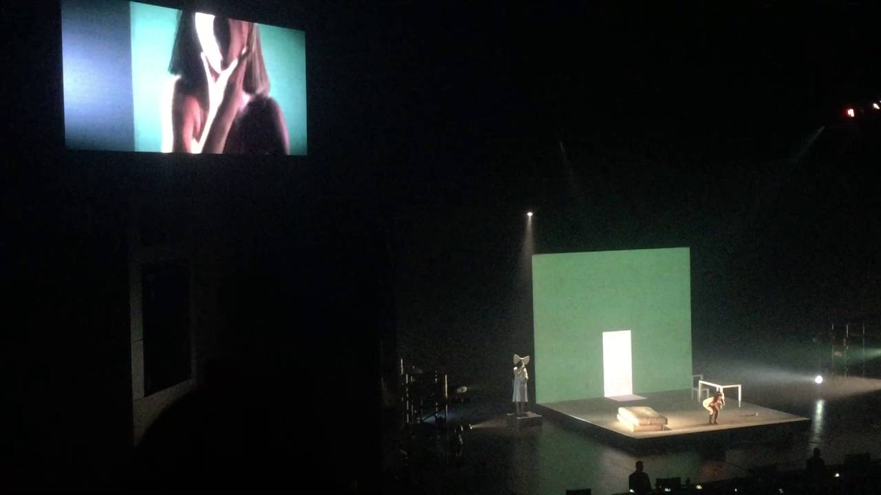 Sia - Chandelier (Live @ Crocus City Hall Moscow 08/04/2016) - YouTube