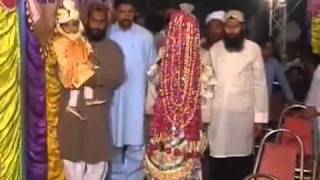 Funny Accident in Pakistani Wedding .