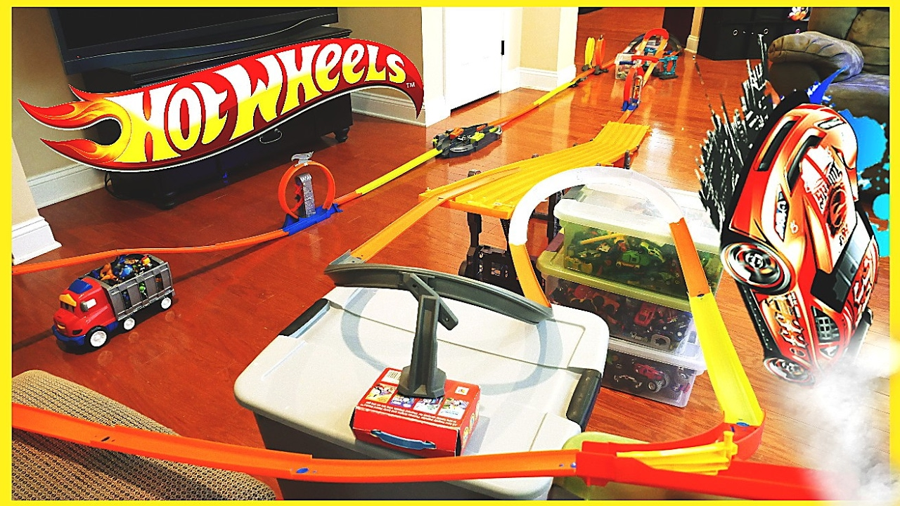 custom hot wheels race track w hot wheels speed chargers. Black Bedroom Furniture Sets. Home Design Ideas