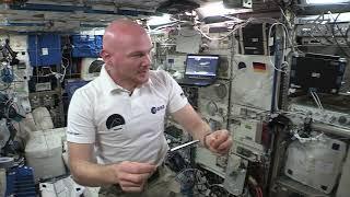 Alexander Gerst: Ein Magnet auf der ISS (Flying Classroom 2 by DLR_next)