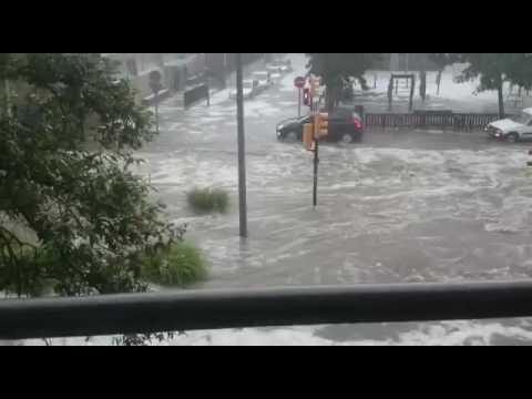 Les pluges inunden els carrers de Girona
