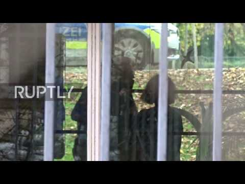 Germany: Alleged IS recruiters arrive for court hearing in Karlsruhe