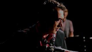 Hubert von Goisern: Brenna tuats guat (Offizielles Video)