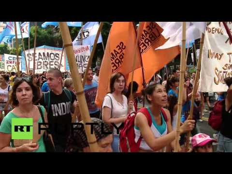 Argentina: Thousands march to decry Argentinian dictatorship on its 40th anniversary